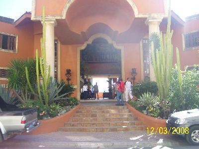 Haupteingang zum Hotel Sosua Bay Resort
